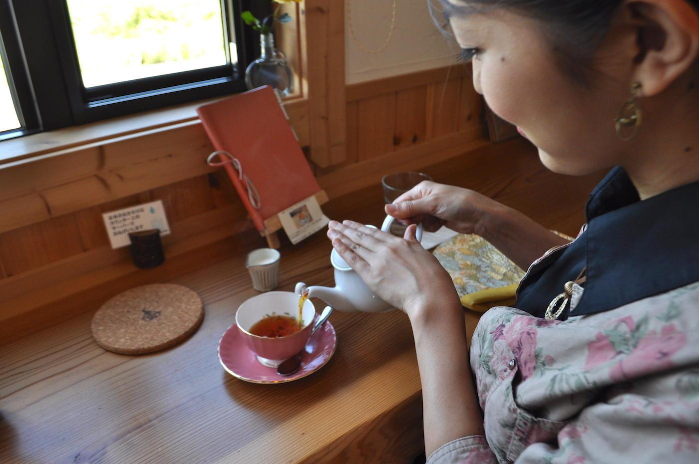 紅茶と愉しむこだわりのスイーツ<br>「アニバーサリーチロル」「たてしな日和」「たてしなグーテ」